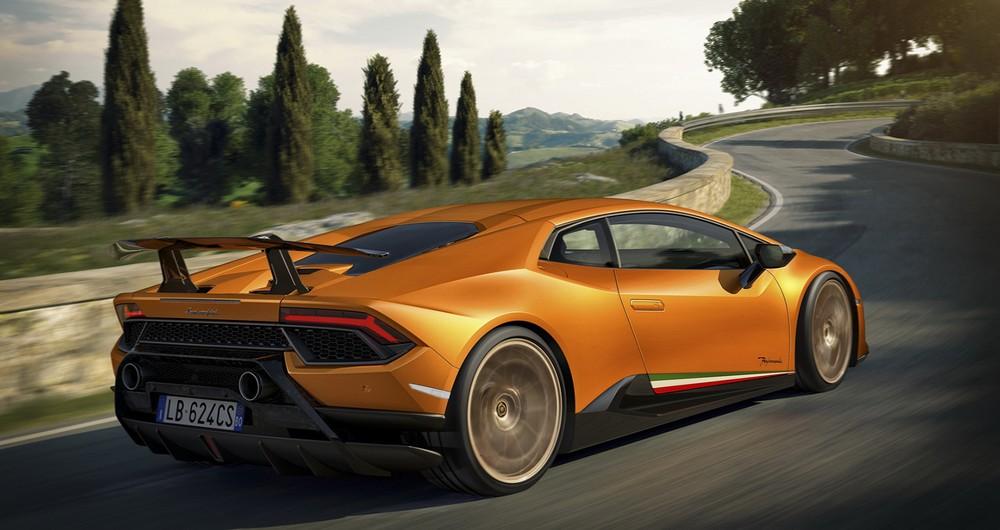 Siêu xe hiệu suất cao Lamborghini Huracan Performante nhìn từ phía sau