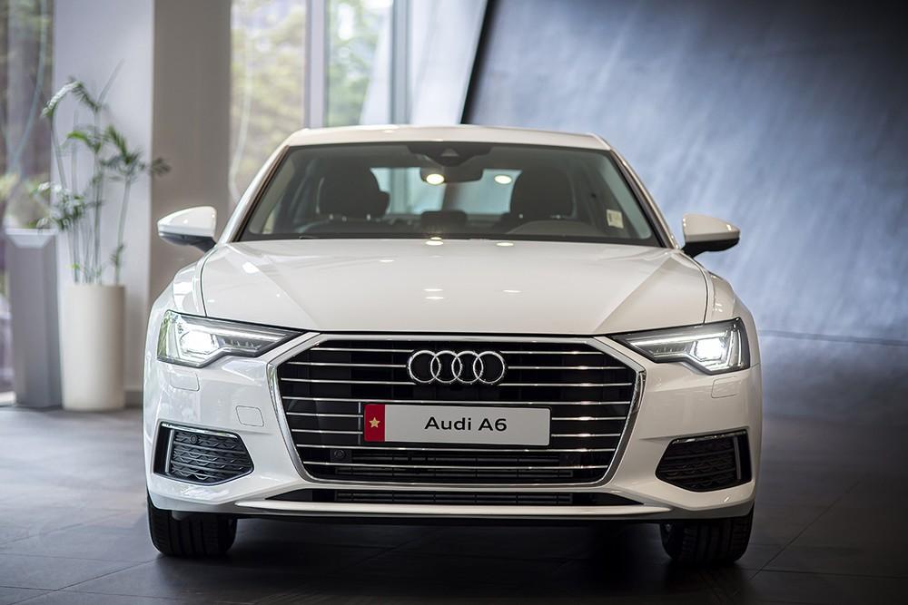Audi A6 2020 vẫn nổi bật với phần đầu xe mang đậm chất riêng.