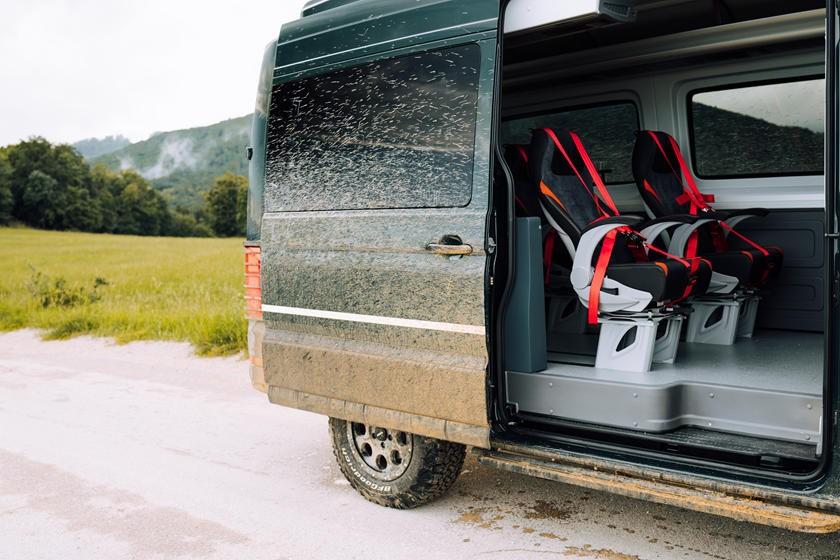 Không gian cabin của xe có thể lắp đặt ghế ngồi cho 20 người
