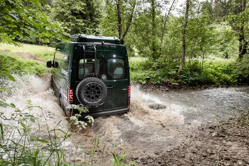 Chiếc xe có thể đương đầu với các điều kiện địa hình tự nhiên thô sơ