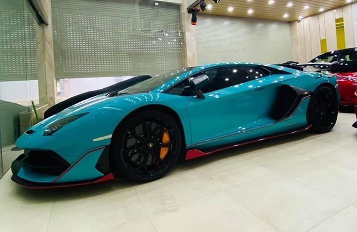 Lamborghini Aventador SVJ xanh