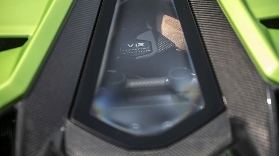 Động cơ của siêu xe Lamborghini Aventador SVJ 2020