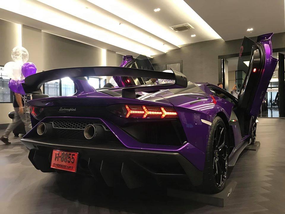 Thiết kế đuôi xe của Lamborghini Aventador SVJ