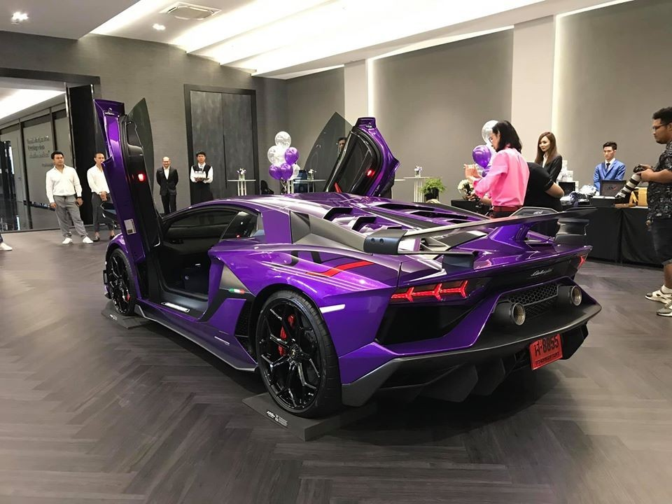 Lamborghini Aventador SVJ tím