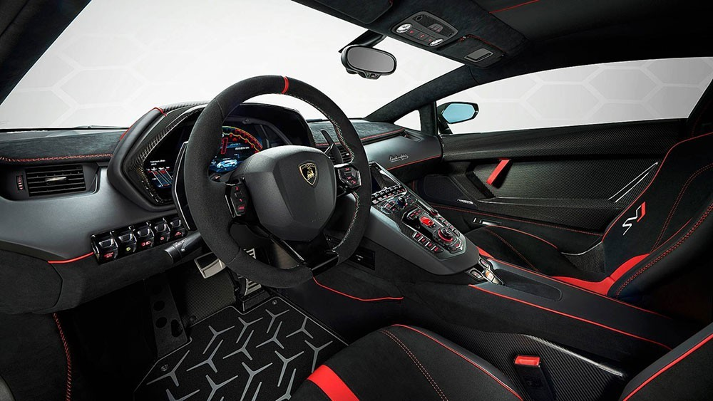 Nội thất một chiếc siêu xe Lamborghini Aventador SVJ 2020