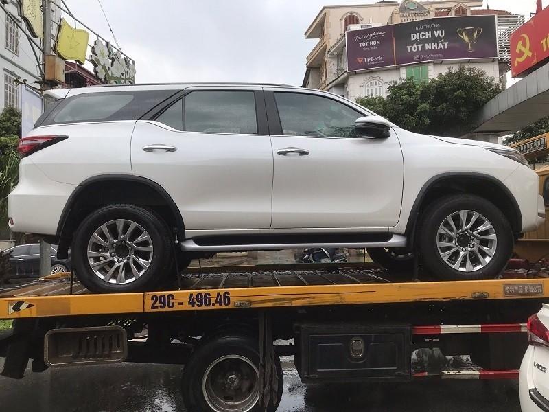 Toyota Fortuner 2020 từng bị bắt gặp trên đường vận chuyển tại Việt Nam vào cuối tháng 6