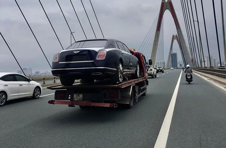 Bentley Mulsanne EWB mới về Việt Nam đã bị khai tử tại nước ngoài