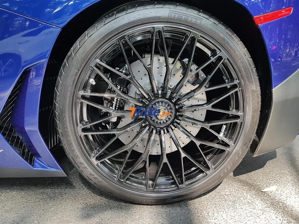 La-zăng đa chấu kép trên siêu xe Lamborghini Aventador SV