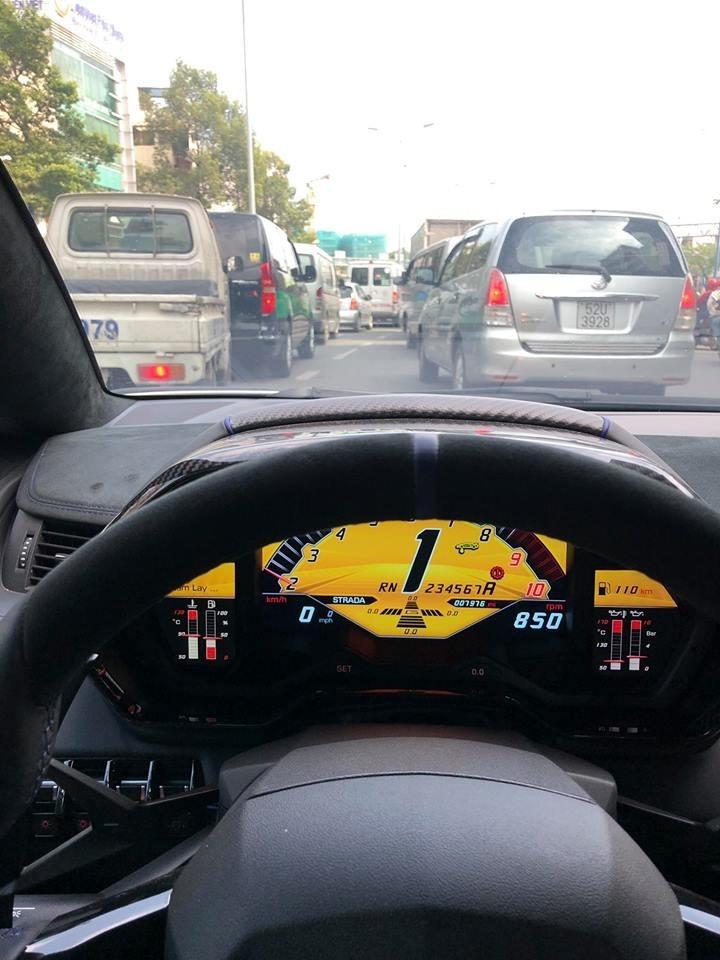 Cận cảnh bảng đồng hồ thiết kế khác biệt của siêu xe Lamborghini Aventador LP750-4 SuperVeloce