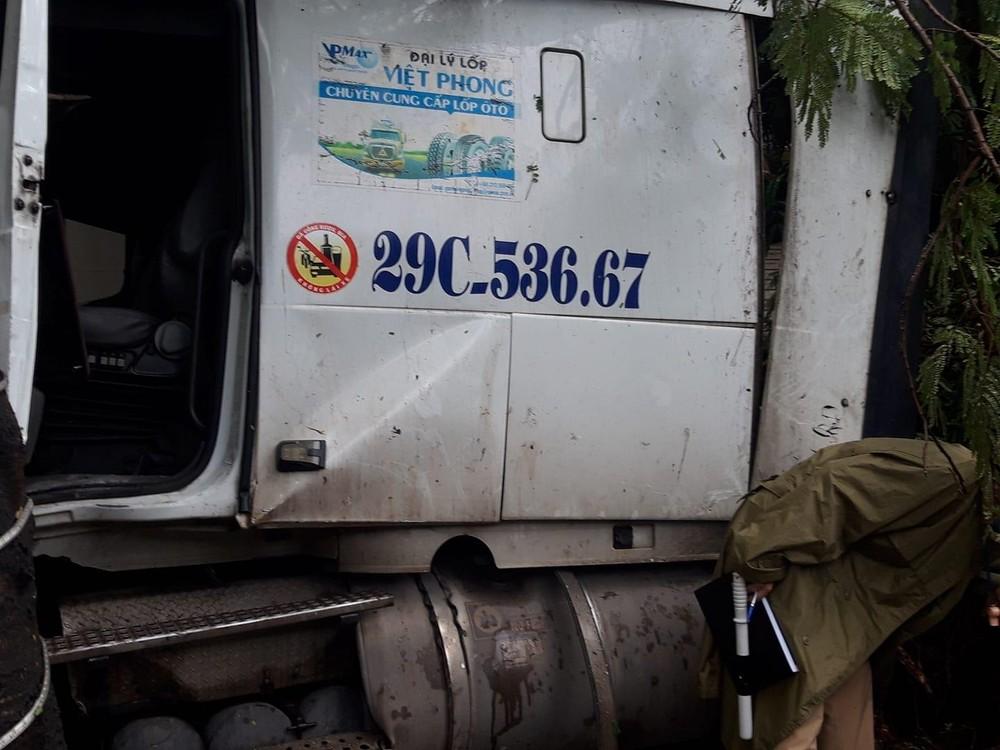 Tài xế xe container chỉ bị thương nhẹ trong vụ tai nạn này