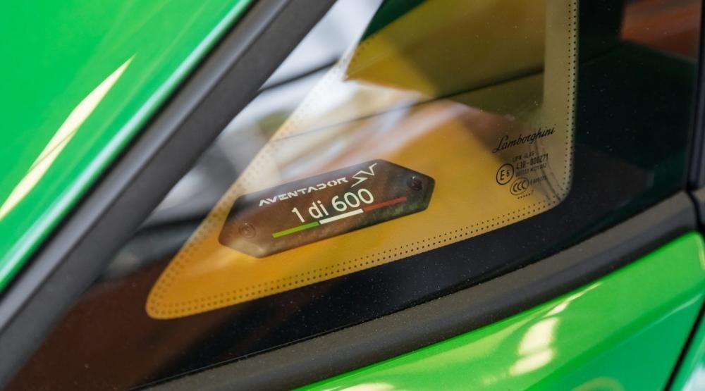 Logo 1di600 trên các siêu xe Lamborghini Aventador SV