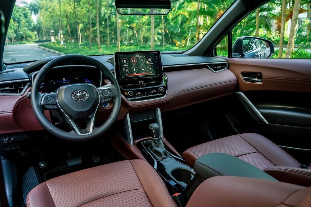 Tổng thể nội thất của Toyota Corolla Cross 2020
