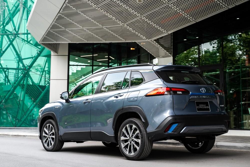 Toyota Corolla Cross 2020 sở hữu ngoại thất khỏe khoắn có nhiều nét tương đồng với Toyota RAV4 tại thị trường nước ngoài