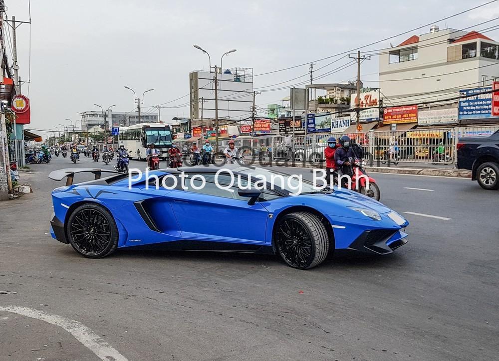 Lamborghini Aventador LP750-4 SuperVeloce Roadster xanh