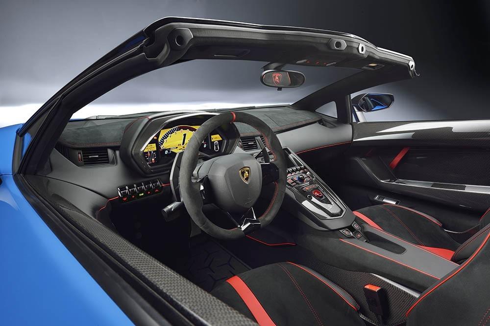 Nội thất của siêu xe mui trần Lamborghini Aventador LP750-4 SuperVeloce Roadster