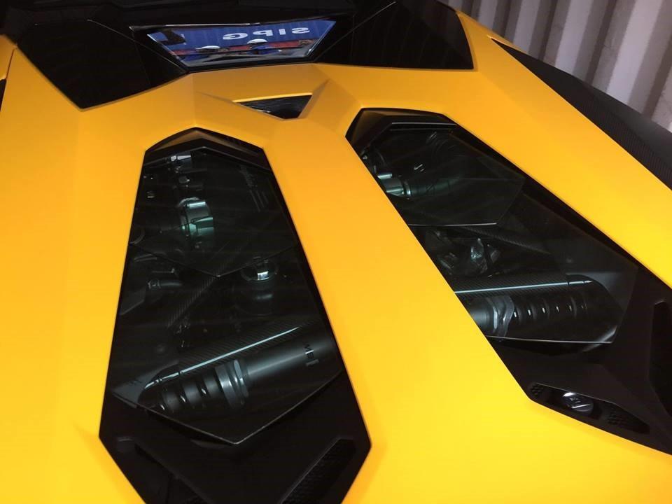 Động cơ của siêu xe mui trần Lamborghini Aventador LP750-4 SV Roadster