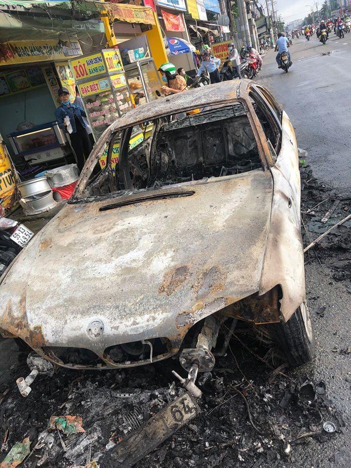 Chiếc ô tô BMW cháy chỉ còn trơ khung