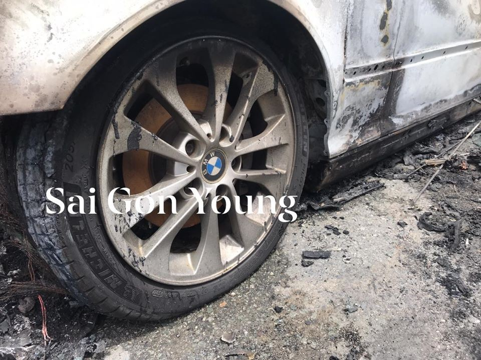 Vành của chiếc BMW gần như vẫn còn nguyên vẹn