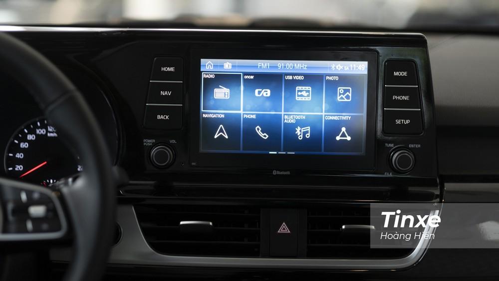 Trên phiên bản Luxury, KIA Seltos chỉ được trang bị màn hình trung tâm 8 inch, còn trên phiên bản Premium thì sẽ là màn hình cảm ứng 10,25 inch.