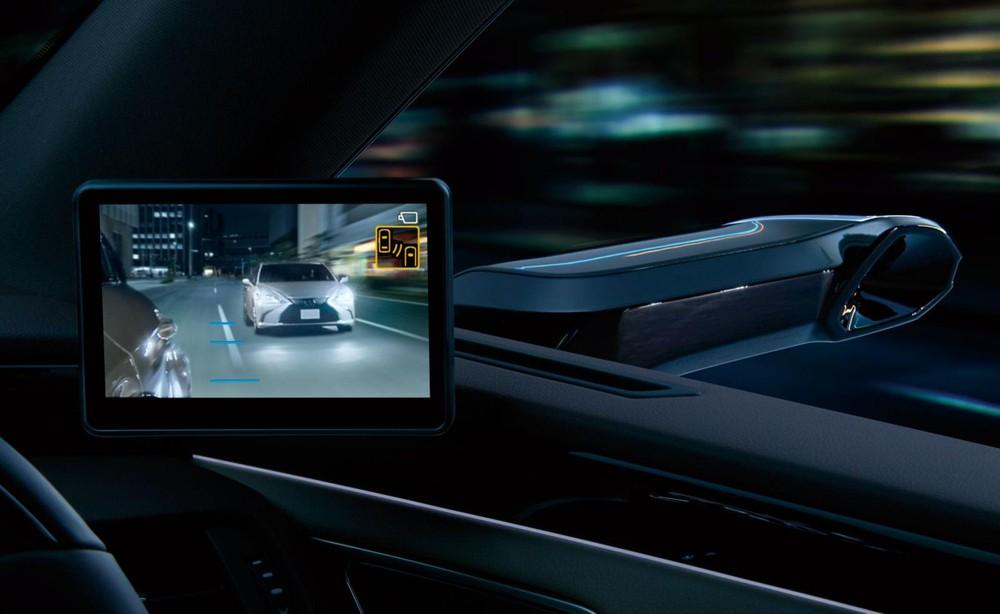 Vạch kẻ hiển thị trên màn hình ở 2 góc mặt táp-lô