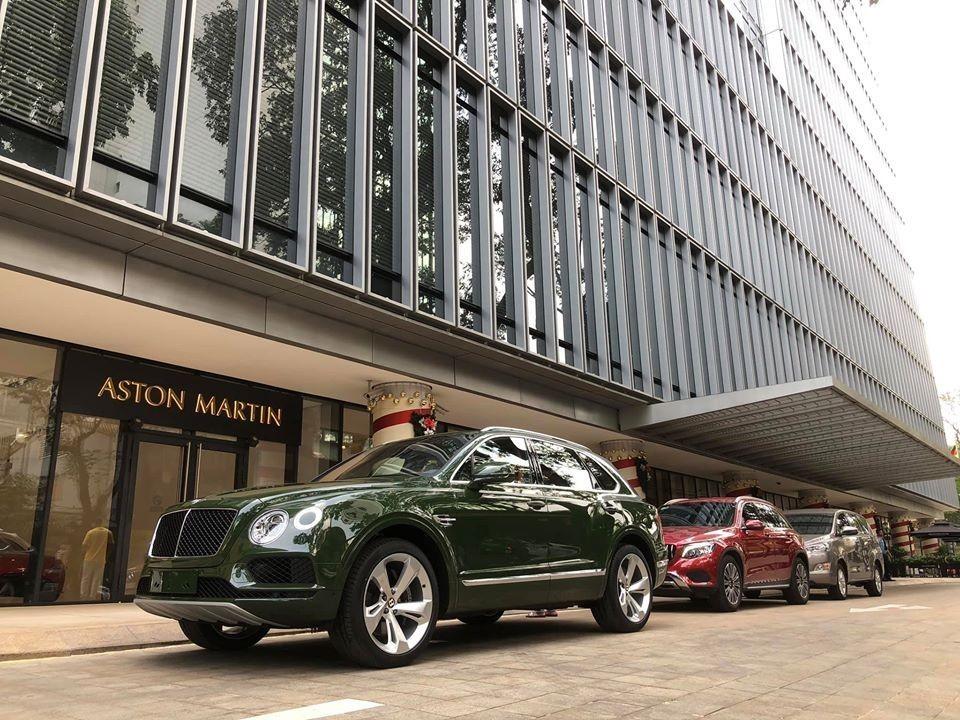 Bentley Bentayga phiên bản V8 màu sơn đẹp tại Việt Nam