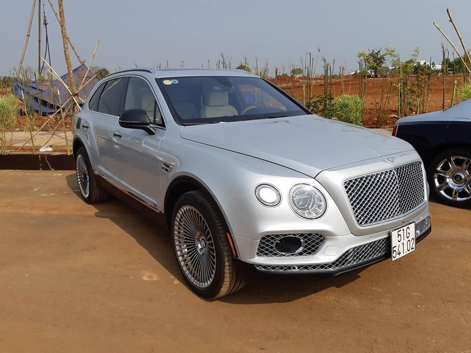 Giá xe Bentley Bentayga First Edition mới nhất tại Việt Nam