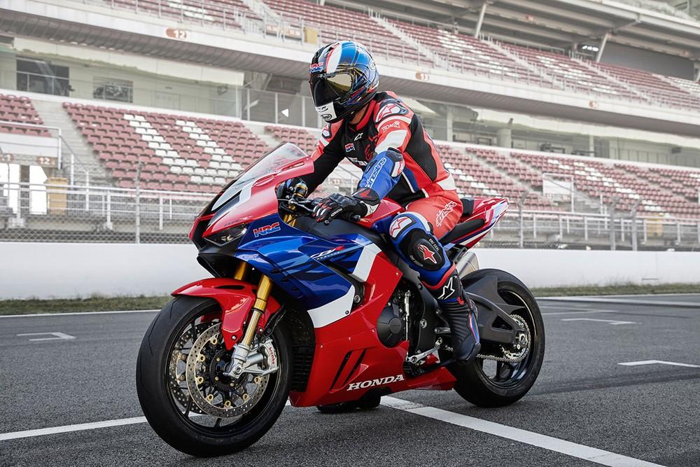 Honda CBR1000RR-R 2020 mang thiết kế super sport cao cấp