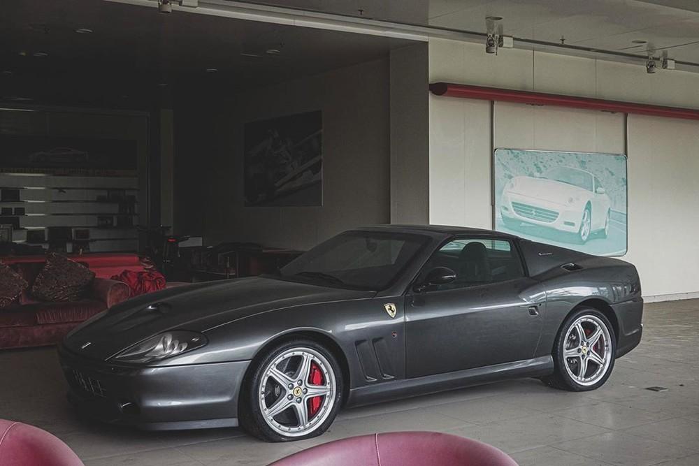 Chiếc Ferrari 575 Superamerica này trông vẫn còn khá mới và nguyên vẹn