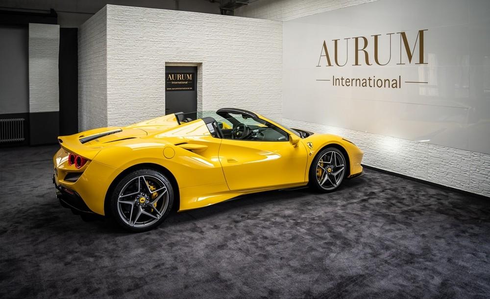 Siêu xe mui trần Ferrari F8 Spider có thể đóng hoặc mở mui trong 14 giây