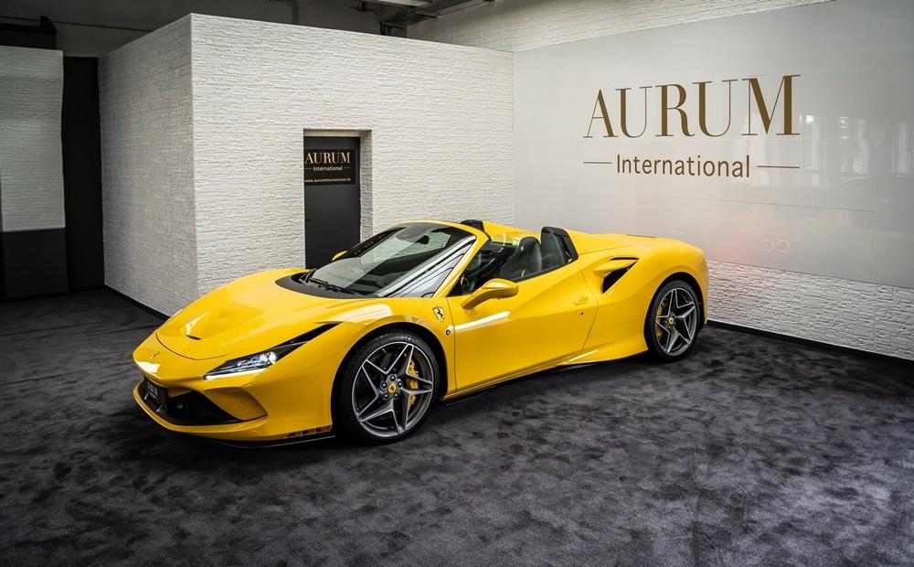 Chiếc siêu xe Ferrari F8 Spider đầu tiên về Việt Nam có màu sơn vàng rất nổi bật. Theo như công bố của đại lý ở Đức, xe chỉ mới lăn bánh khoảng 50 km, tức còn trong diện mới toanh. Xe có giá bán tại Đức khoảng 338.000 Euro, tương đương 9,22 tỷ đồng chưa bao gồm thuế VAT.