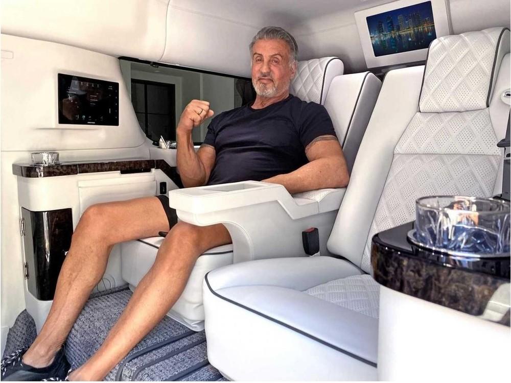 Nam diễn viên 74 tuổi gần như không dùng đến chiếc SUV khổng lồ này