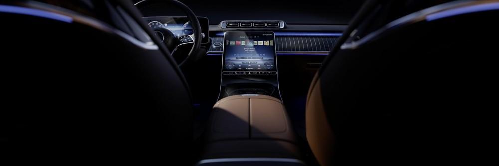 Mercedes-Benz S-Class 2021 có hệ thống đèn viền nhiều màu