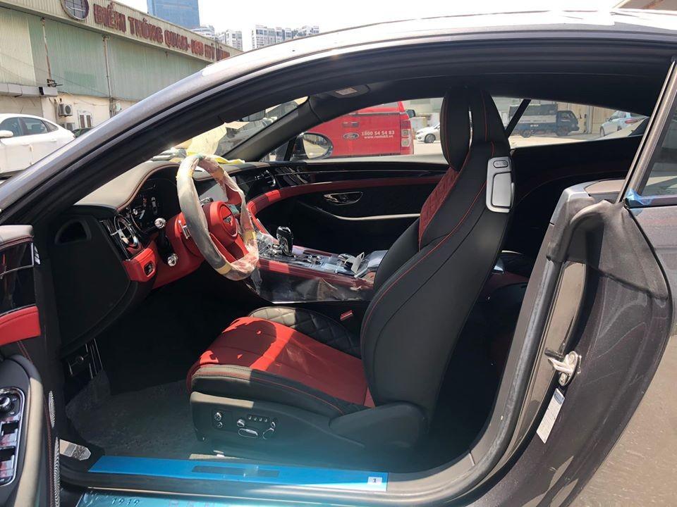 Nội thất xe Bentley Continental GT V8 thế hệ thứ 3 độc nhất vô nhị tại Việt Nam