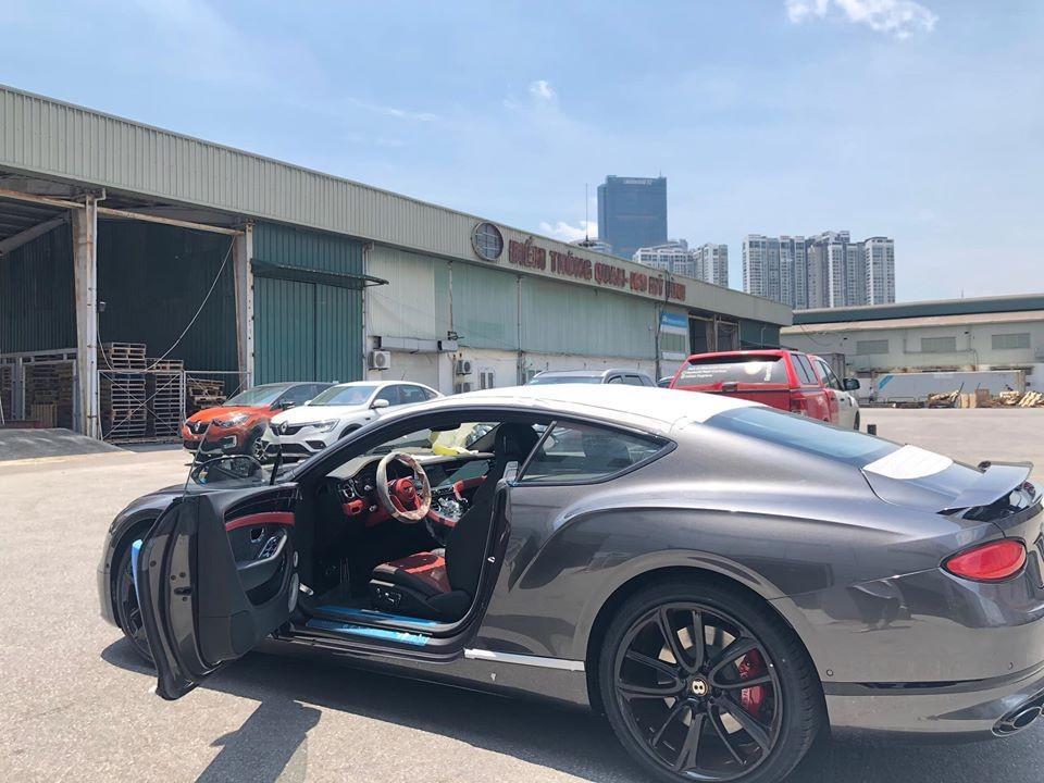 Coupe siêu sang thể thao Bentley Continental GT V8 thế hệ thứ 3 đầu tiên về Việt Nam sở hữu bộ mâm 5 chấu kép của Mulliner