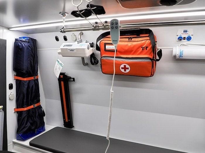 Shaman Ambulance có trang bị đủ các dụng cụ y tế thiết yếu