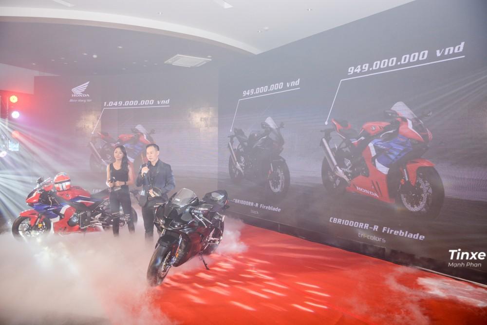 Giá xe Honda CBR1000RR-R Fireblade 2020 tại Việt Nam là 949 triệu đồng, còn phiên bản Honda CBR1000RR-R Fireblade SP có giá 1,049 tỷ đồng