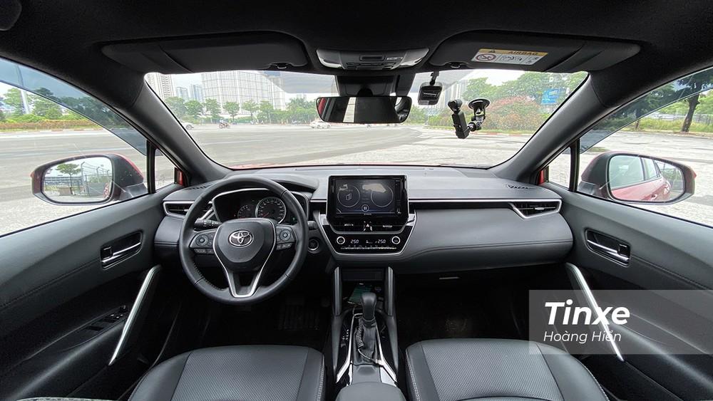 Nội thất của Toyota Corolla Cross có phần hiện đại nhưng vẫn đơn điệu.