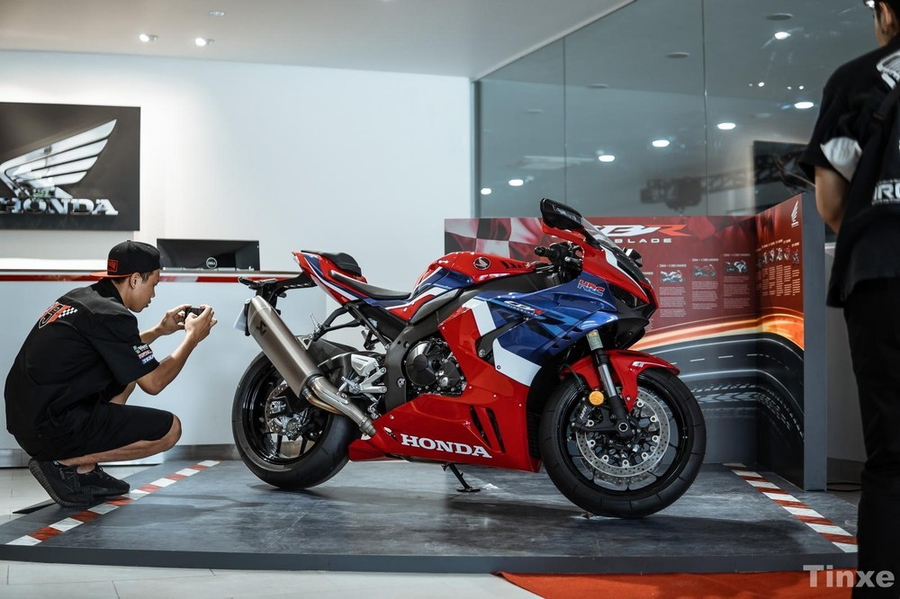 Honda CBR1000RR-R 2020 có chiều cao yên khá hợp lý