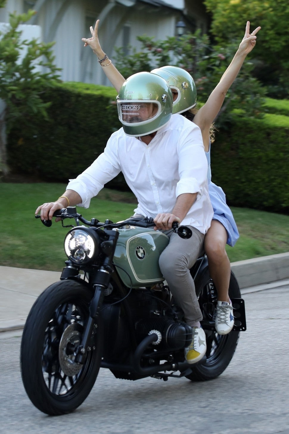 Ben Affleck đưa bạn gái đi dạo trên món quà sinh nhật mới