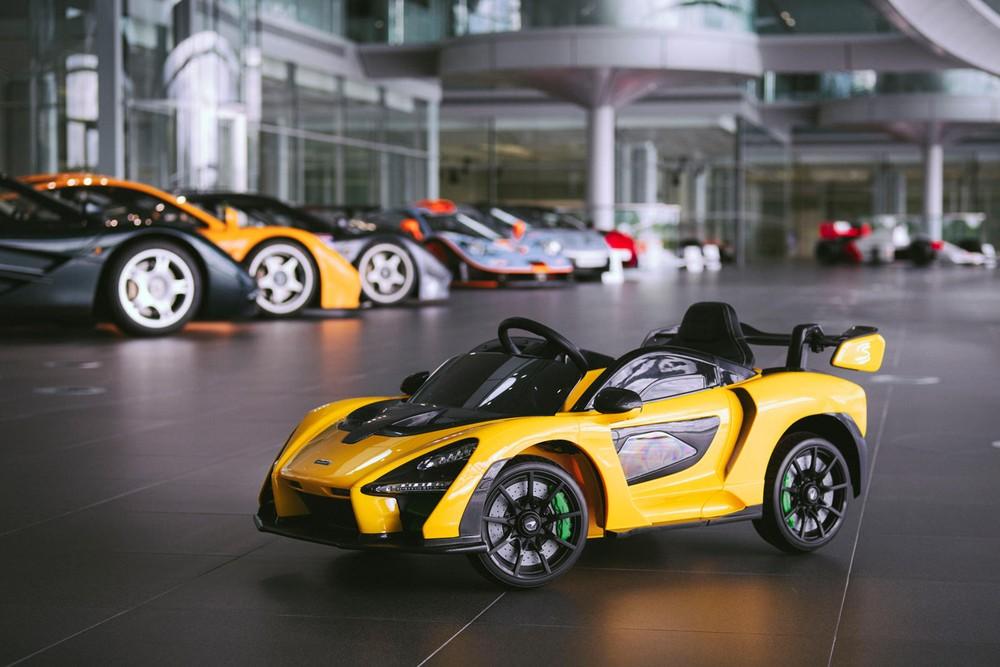Phiên bản đồ chơi được chế tạo rất tinh xảo, mô phỏng chính xác xe thật