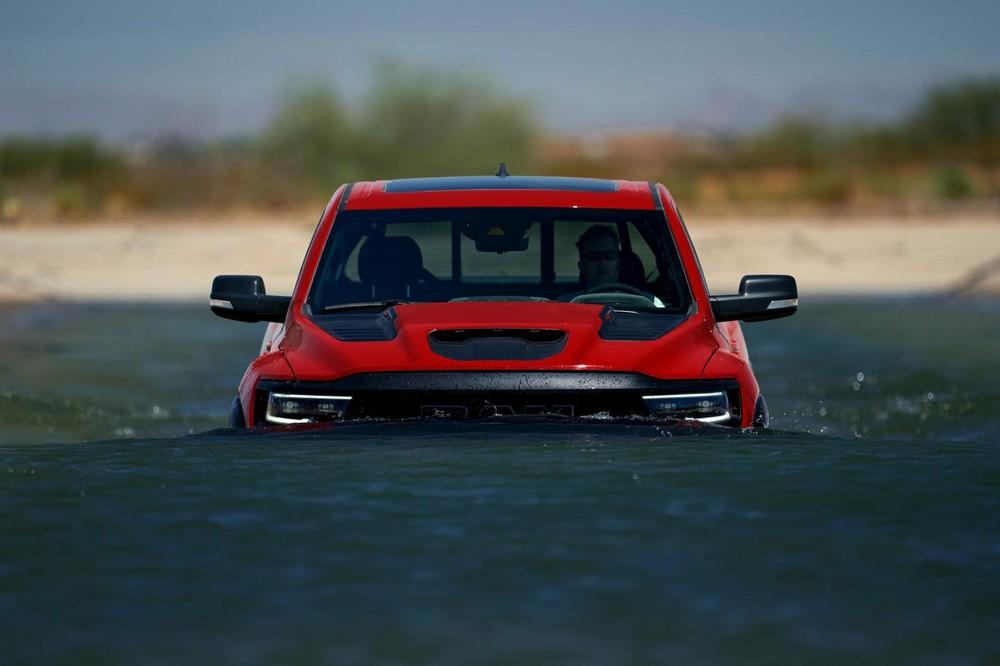 Ram 1500 TRX 2021 có khả năng lội nước sâu 813 mm