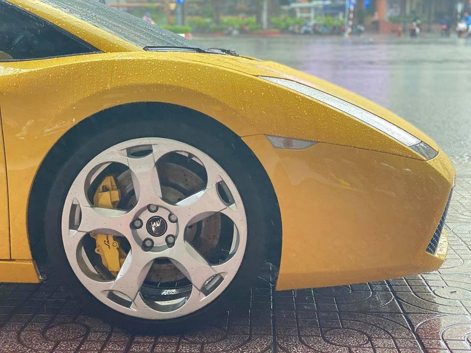 Bộ mâm zin của siêu xe Lamborghini Gallardo