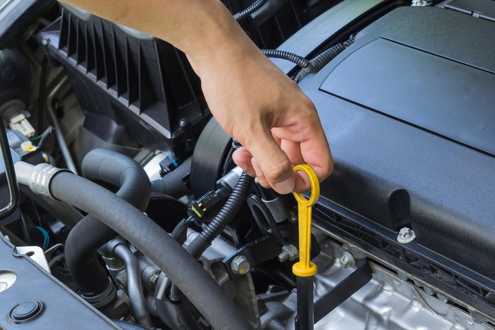 Cách kiểm tra dầu nhớt ô tô
