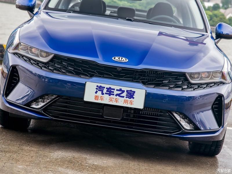 Khu vực cản trước của Kia K5 2021 tại Trung Quốc khác biệt hẳn so với xe ở Mỹ và Hàn Quốc