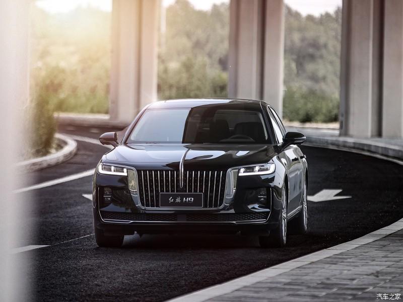 Thiết kế đầu xe theo phong cách Rolls-Royce
