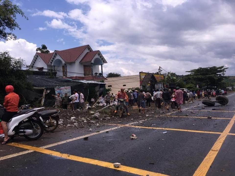 Hiện trường vụ tai nạn trên quốc lộ 20