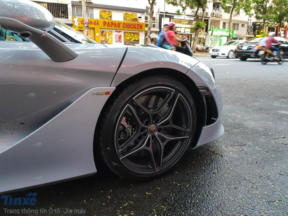 La-zăng rất điệu đà trên siêu xe McLaren 720S