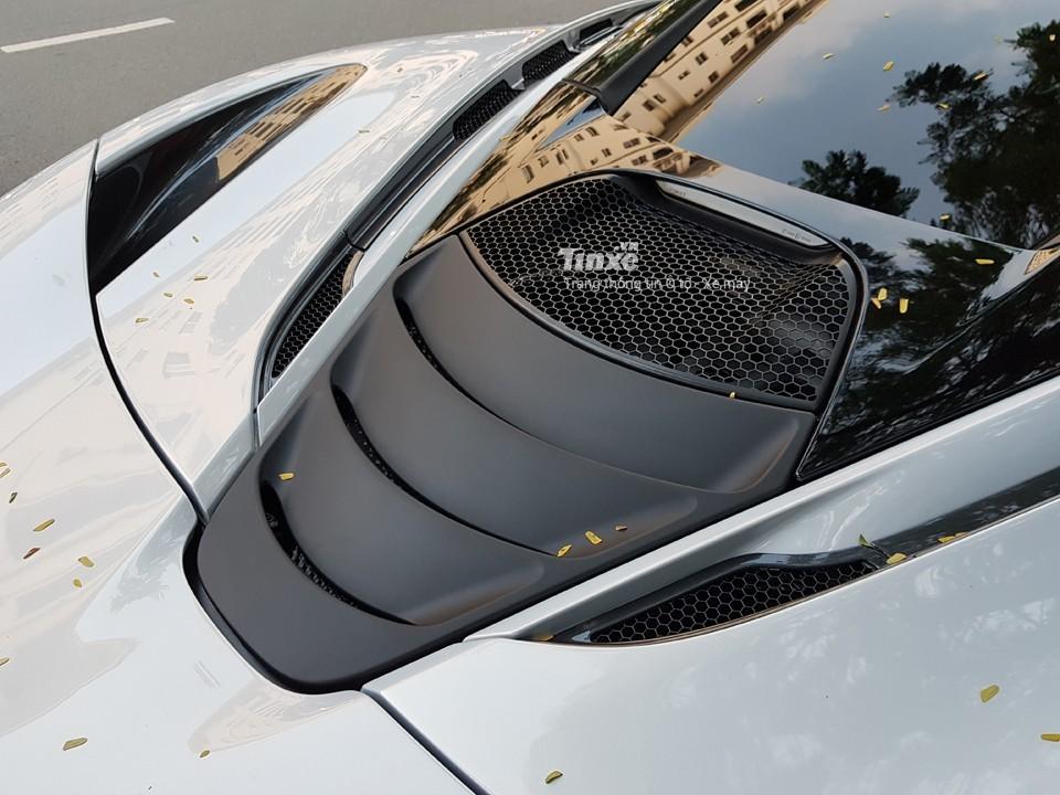 Động cơ V8, dung tích 4.0 lít, tăng áp kép chính là vũ khí tối thượng của McLaren 720S