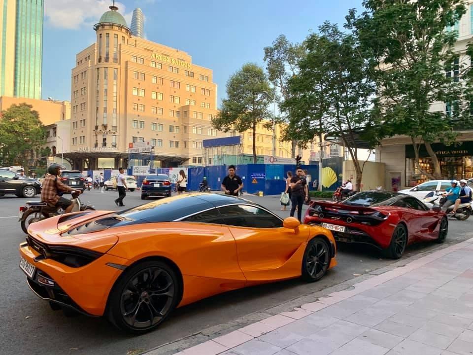 Cặp đôi siêu xe McLaren 720S mang màu cam McLaren và đỏ Memphis tại Việt Nam