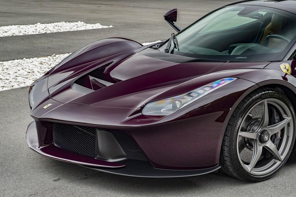 Cận cảnh thiết kế phần đầu của siêu xe Ferrari LaFerrari